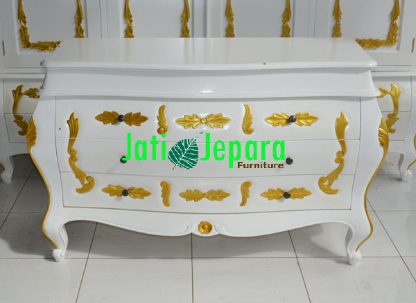 Console-Table-French-Queen