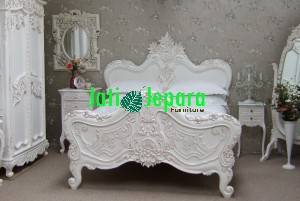 Hand Carver Bed